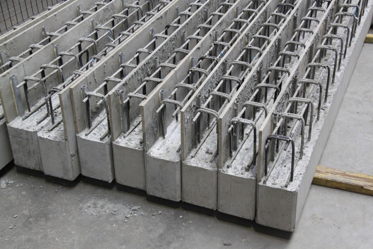 Avantages production poutres en beton préfabriquées dans une batterie sur rails